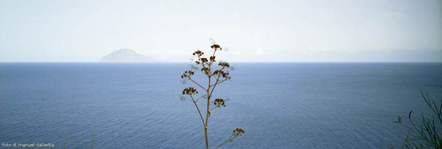 Alicudi nelle foto di Daniele-Manuel Dallerba.